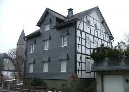 Wandverschieferung mit Vordächern